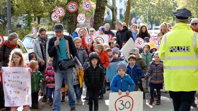 Demo in der Martinistraße für Tempo 30